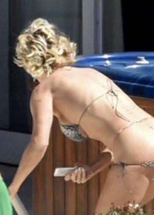 Pamela Anderson: Bikini in Sardinia-20