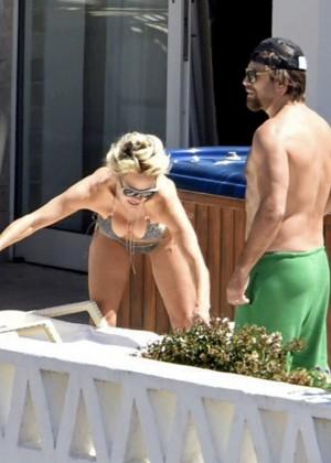 Pamela Anderson: Bikini in Sardinia-21