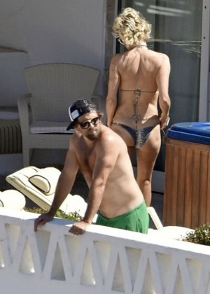 Pamela Anderson: Bikini in Sardinia-28