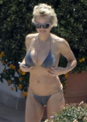 Pamela Anderson: Bikini in Sardinia-36