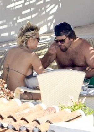 Pamela Anderson: Bikini in Sardinia-37