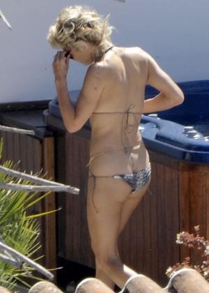 Pamela Anderson: Bikini in Sardinia-39