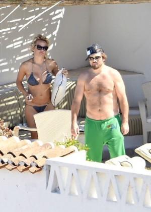 Pamela Anderson: Bikini in Sardinia-41