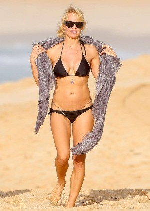 Pamela Anderson in Black Bikini -09