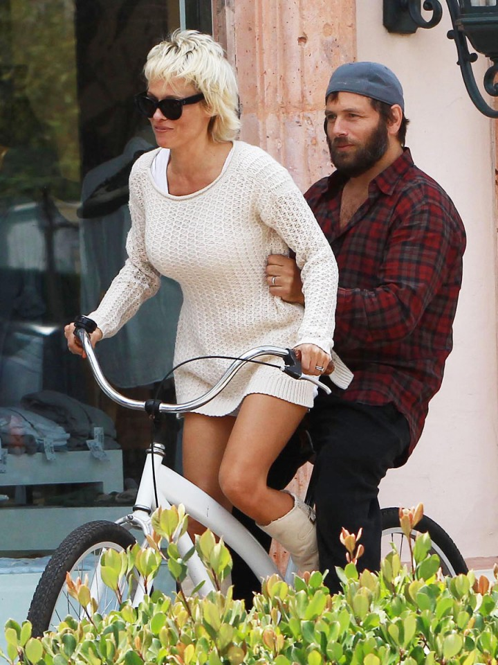 Pamela Anderson Bike Ride -01