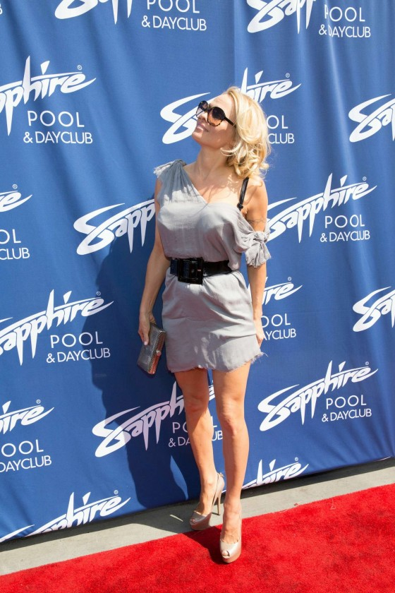 Pamela Anderson - Sapphire Pool and Day Club -01