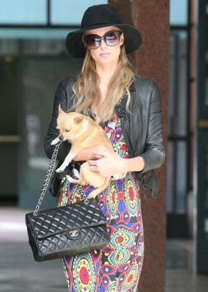Paris Hilton with her dog-04