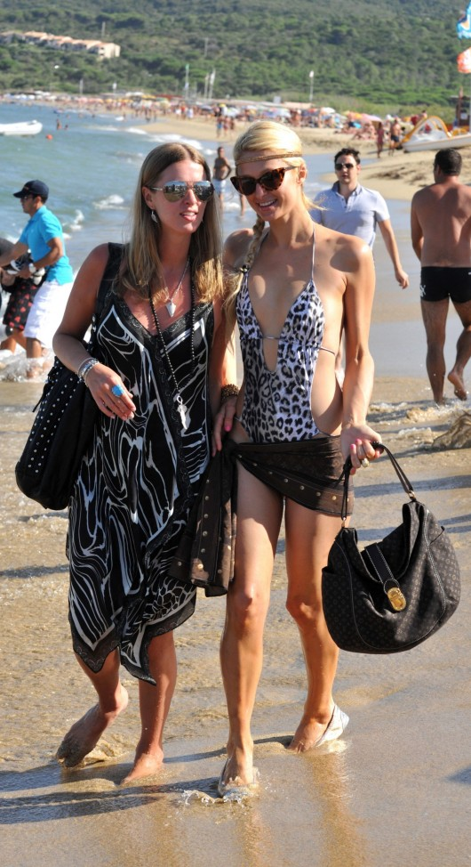 paris-hilton-at-nikki-beach-club-at-pampelonne-beach-03