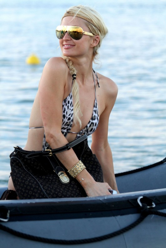 paris-hilton-at-nikki-beach-club-at-pampelonne-beach-09