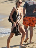 paris-hilton-at-nikki-beach-club-at-pampelonne-beach-14