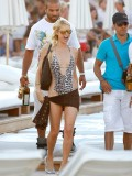 paris-hilton-at-nikki-beach-club-at-pampelonne-beach-20