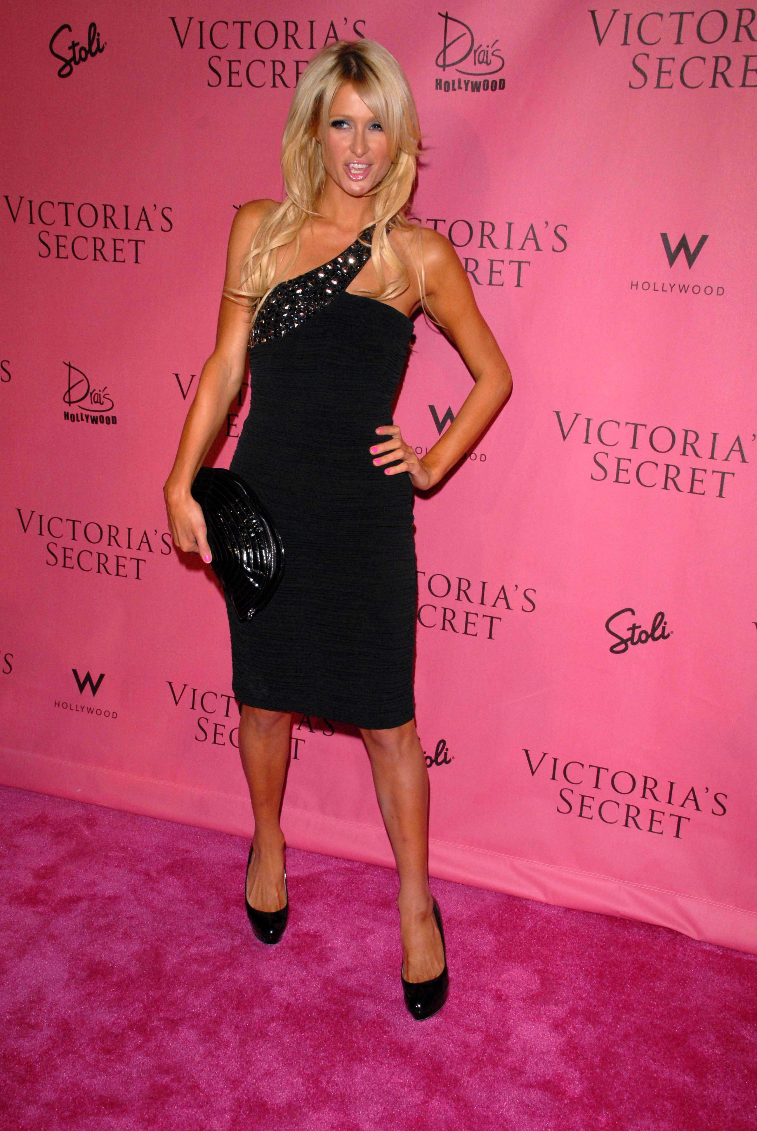 Paris Hilton 2010 : paris-hilton-at-victorias-secret-5th-annual-what-is-sexy-event-06