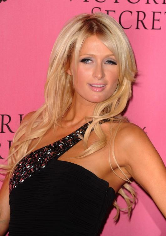Paris Hilton 2010 : paris-hilton-at-victorias-secret-5th-annual-what-is-s***-event-07