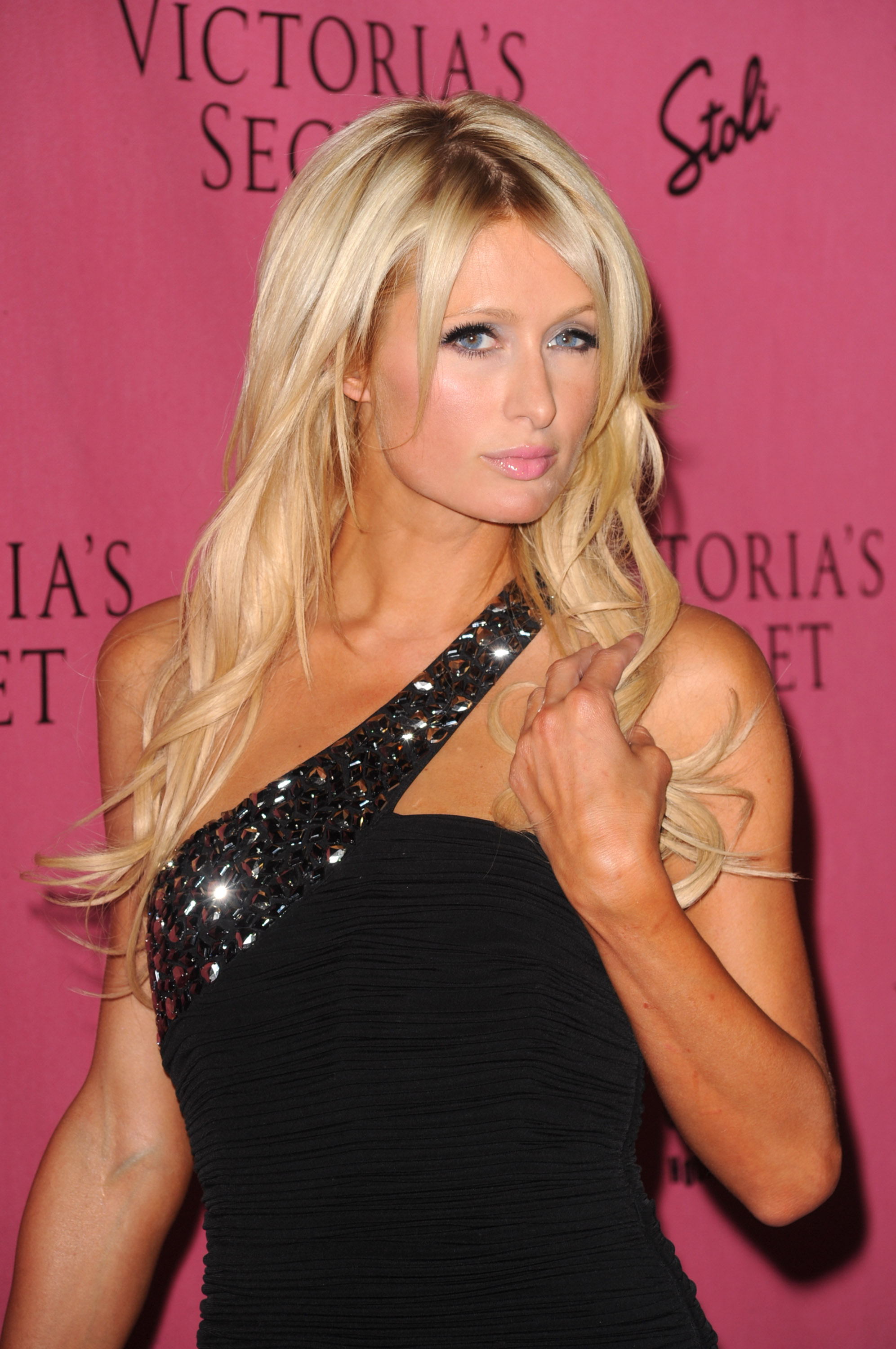 Paris Hilton 2010 : paris-hilton-at-victorias-secret-5th-annual-what-is-sexy-event-09