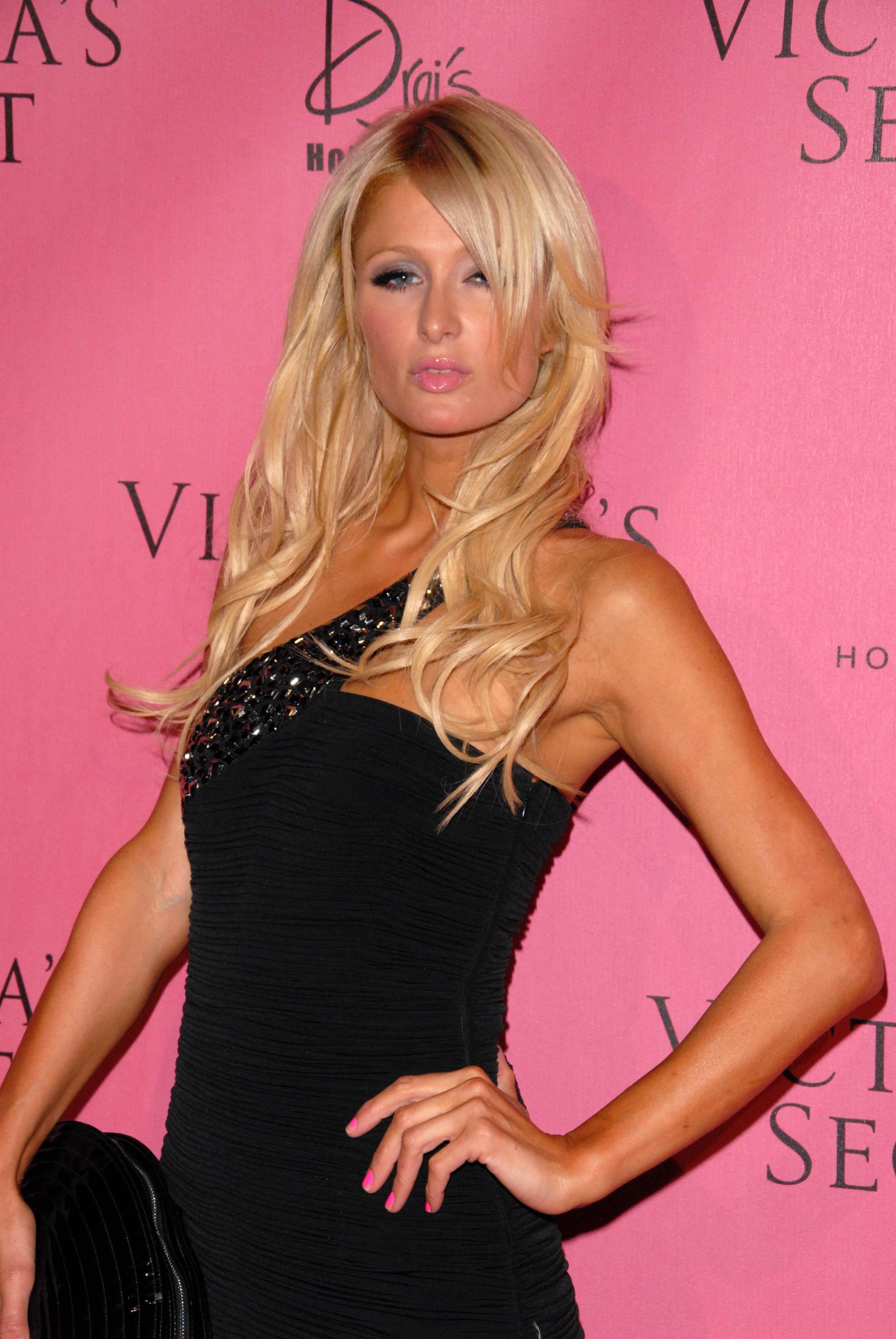 Paris Hilton 2010 : paris-hilton-at-victorias-secret-5th-annual-what-is-sexy-event-17
