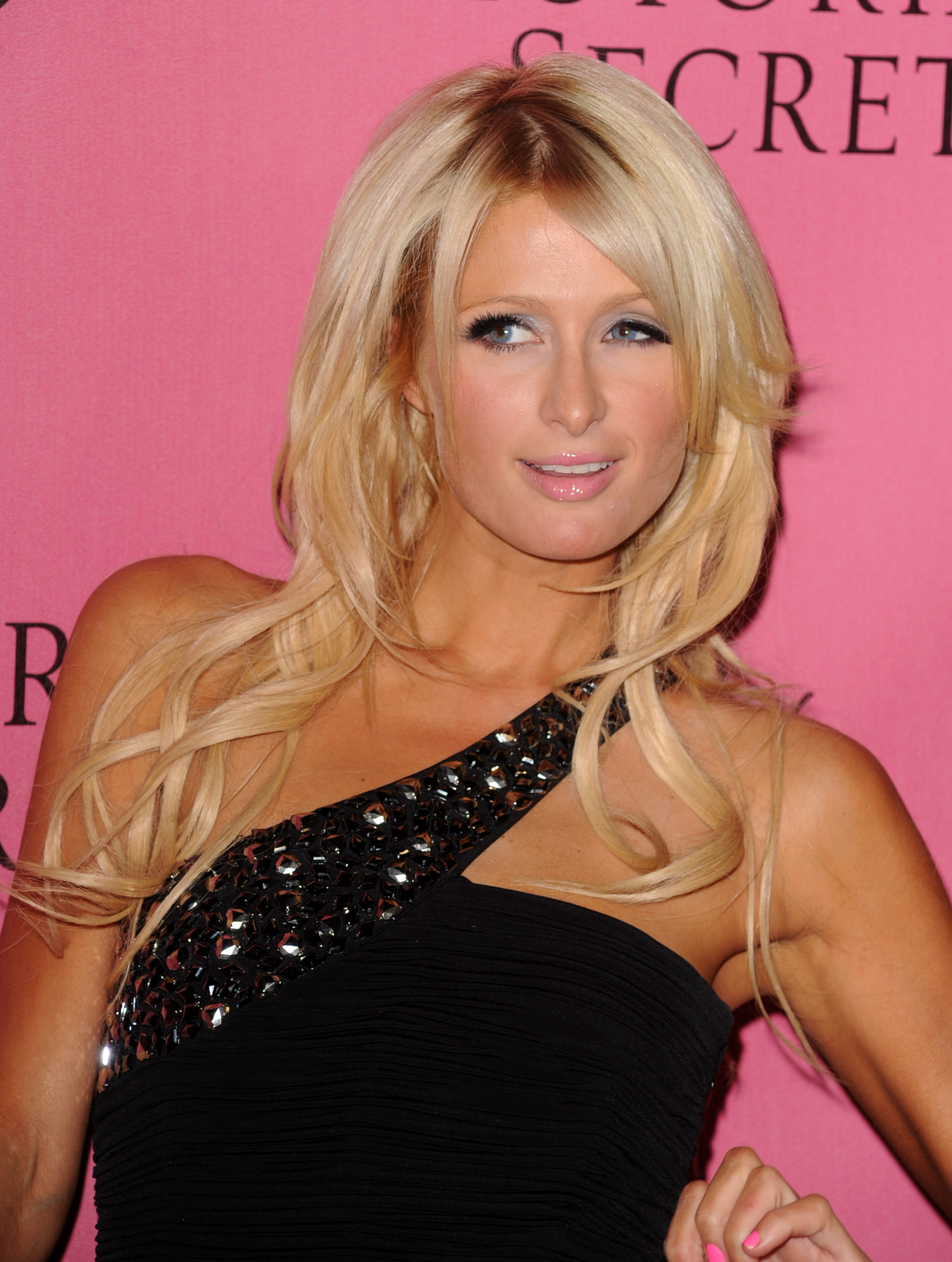 Paris Hilton 2010 : paris-hilton-at-victorias-secret-5th-annual-what-is-sexy-event-21