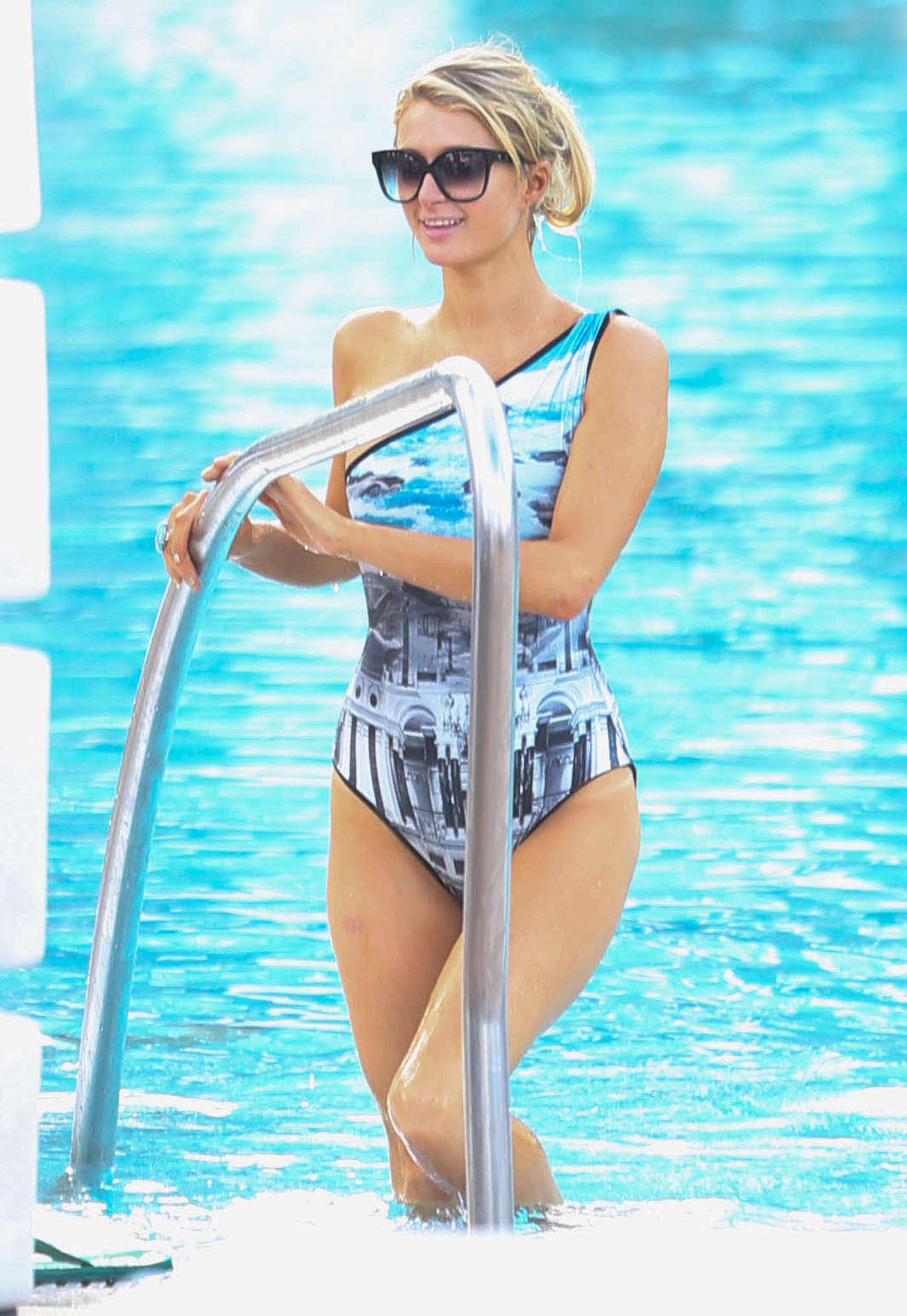 Paris hilton in bikini 04 gotceleb - Paris hilton pool ...