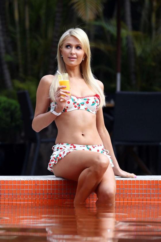 Paris hilton bikini by the pool in sao paulo 19 gotceleb - Paris hilton pool ...
