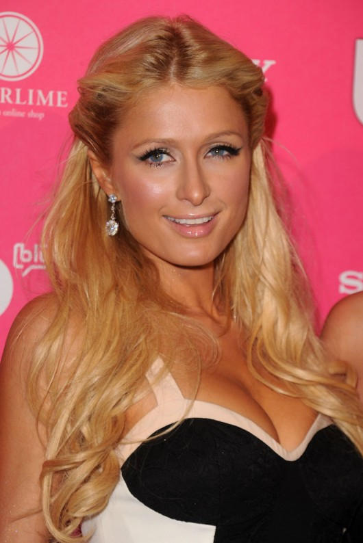 paris-hilton-cleavage-at-the-us-magazine-hot-hollywood-party-08