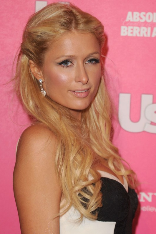 paris-hilton-cleavage-at-the-us-magazine-hot-hollywood-party-12