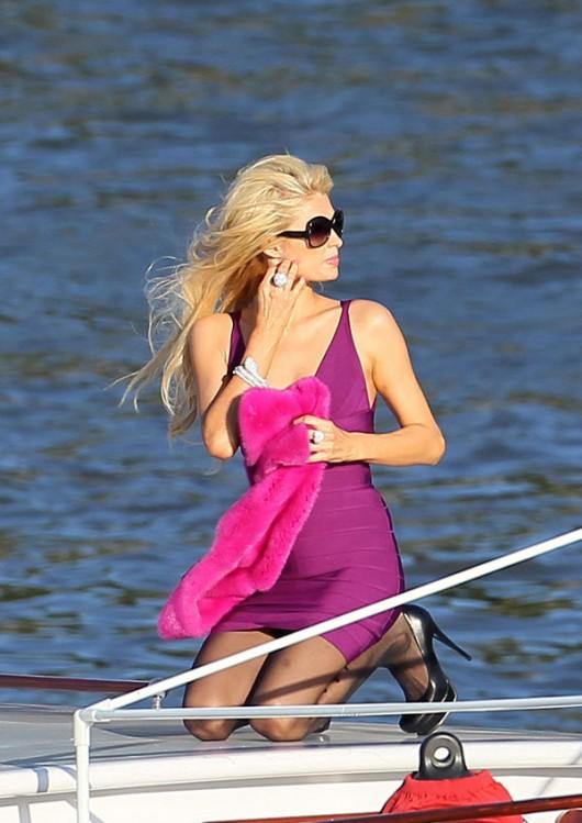 paris-hilton-cleavage-candids-on-boat-02