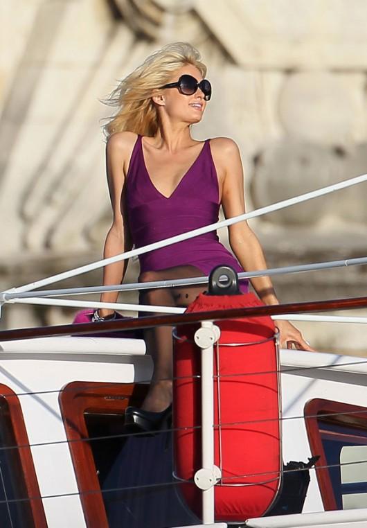 paris-hilton-cleavage-candids-on-boat-04