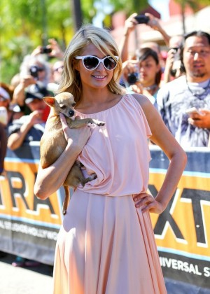 Paris Hilton on the set of 'Extra' in Universal City