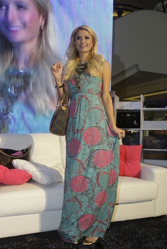 Paris Hilton – Opens new handbag store-06