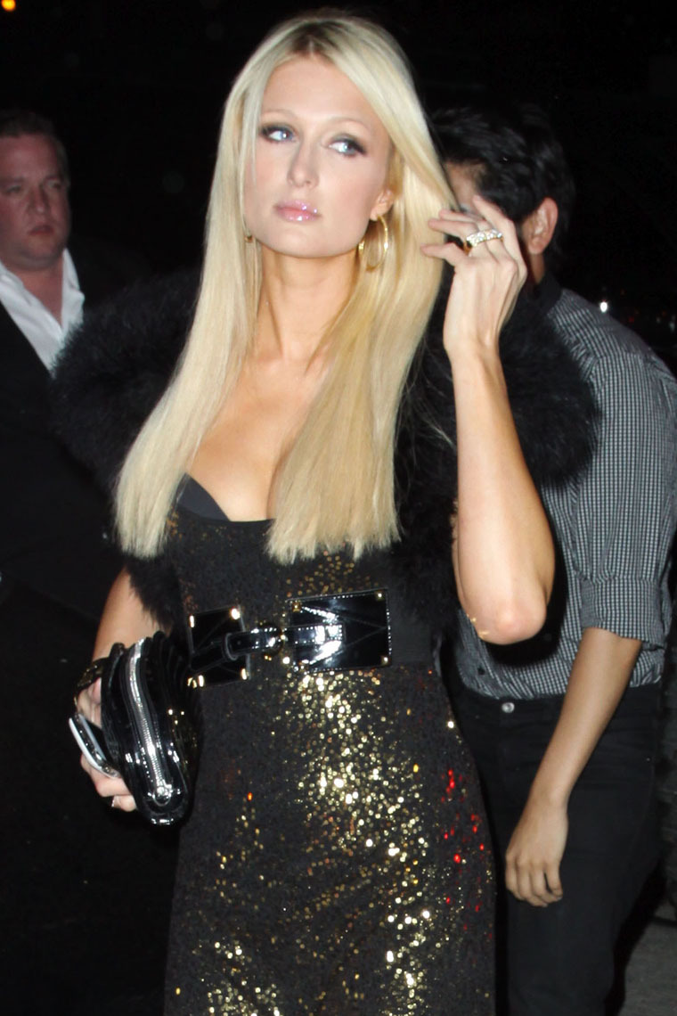 Paris Hilton 2010 : paris-hilton-sexy-dress-and-cleavage-in-west-hollywood-01