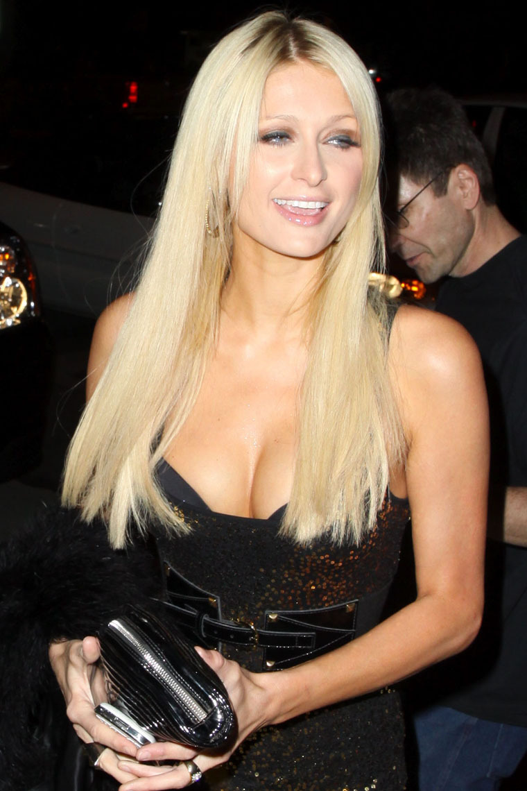 Paris Hilton 2010 : paris-hilton-sexy-dress-and-cleavage-in-west-hollywood-03