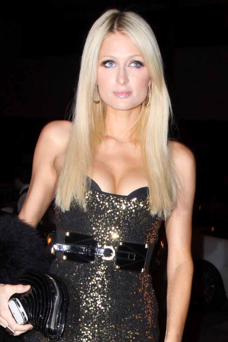 Paris Hilton 2010 : paris-hilton-sexy-dress-and-cleavage-in-west-hollywood-06