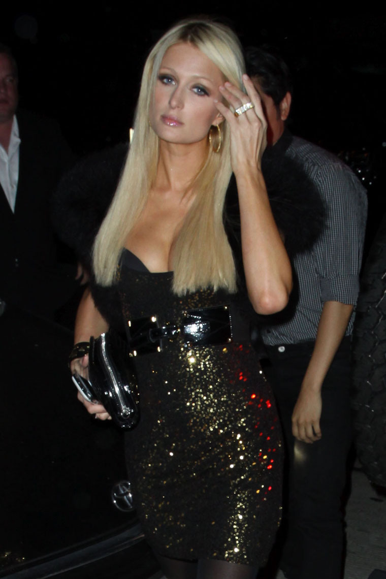 Paris Hilton 2010 : paris-hilton-sexy-dress-and-cleavage-in-west-hollywood-08