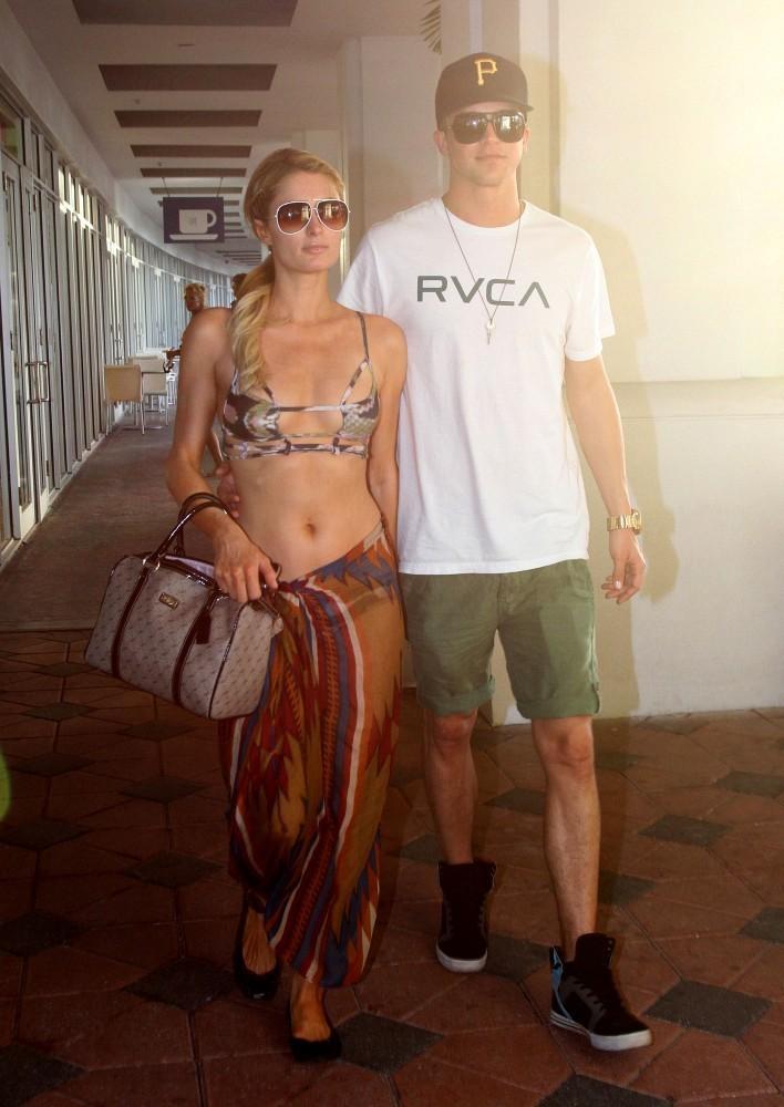 Paris Hilton shopping -13 - GotCeleb