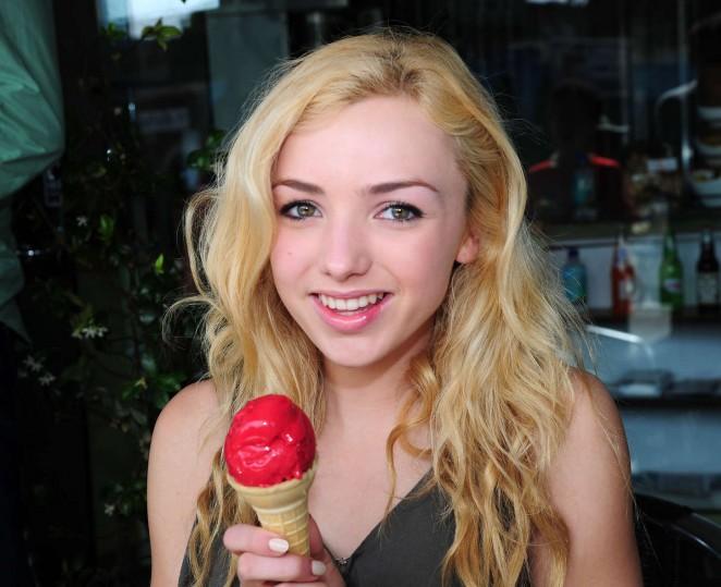 Peyton Roi List Enjoys an Ice Cream Cone in LA