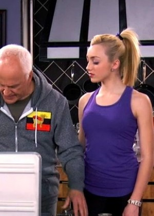 Peyton Roi List - Tank top and Spandex Screencaps from Jessie