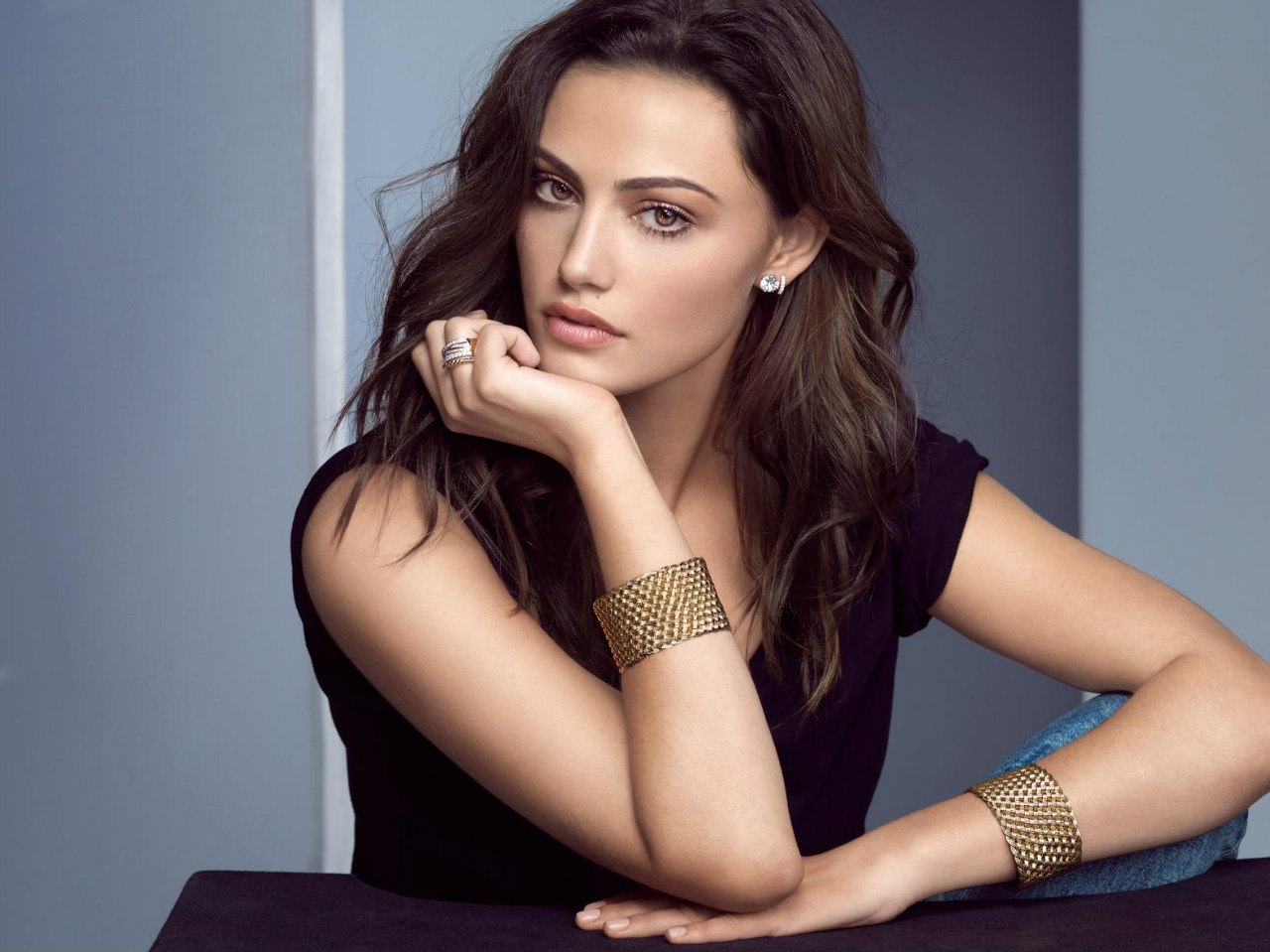 http://www.gotceleb.com/wp-content/uploads/celebrities/phoebe-tonkin/logan-jewellery-2013-collection-photoshoot/Phoebe%20Tonkin%20-%20Logan%20Jewellery%20-02.jpg