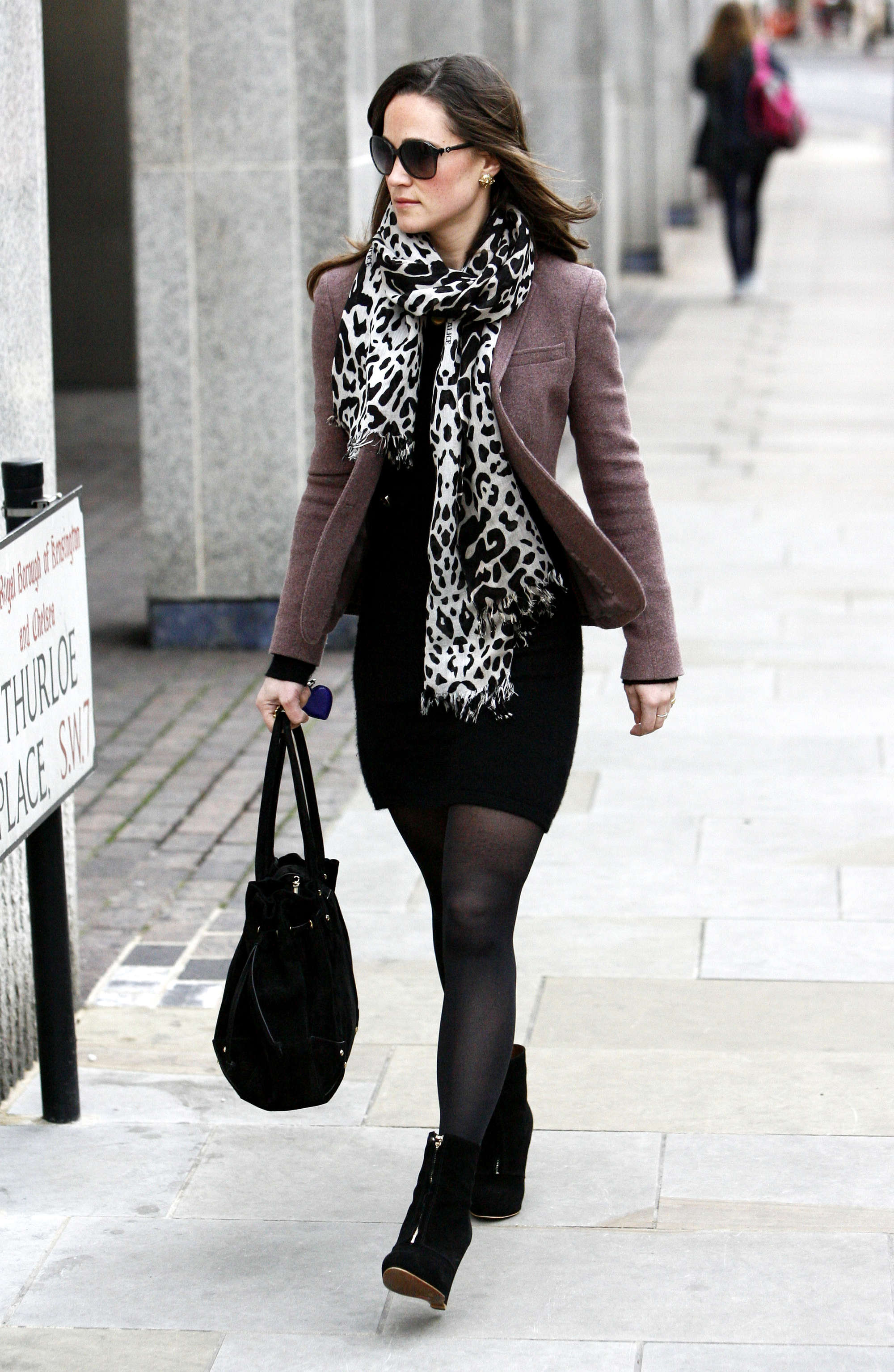 pippa middleton out in london gotceleb. Black Bedroom Furniture Sets. Home Design Ideas