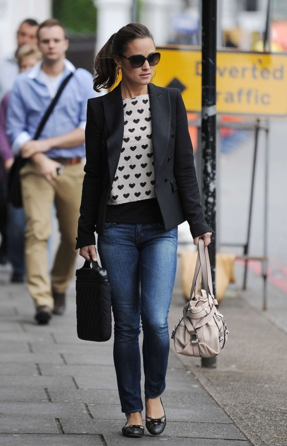 Pippa Middleton – Tight Jeans Candids – Shopping in London – September 19, 2011