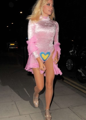 Pixie Lott in Pink Arriving at her Home in London