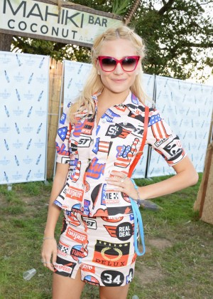 Pixie Lott - Mahiki Rum Bar during V Festival 2014 in Chelmsford, England