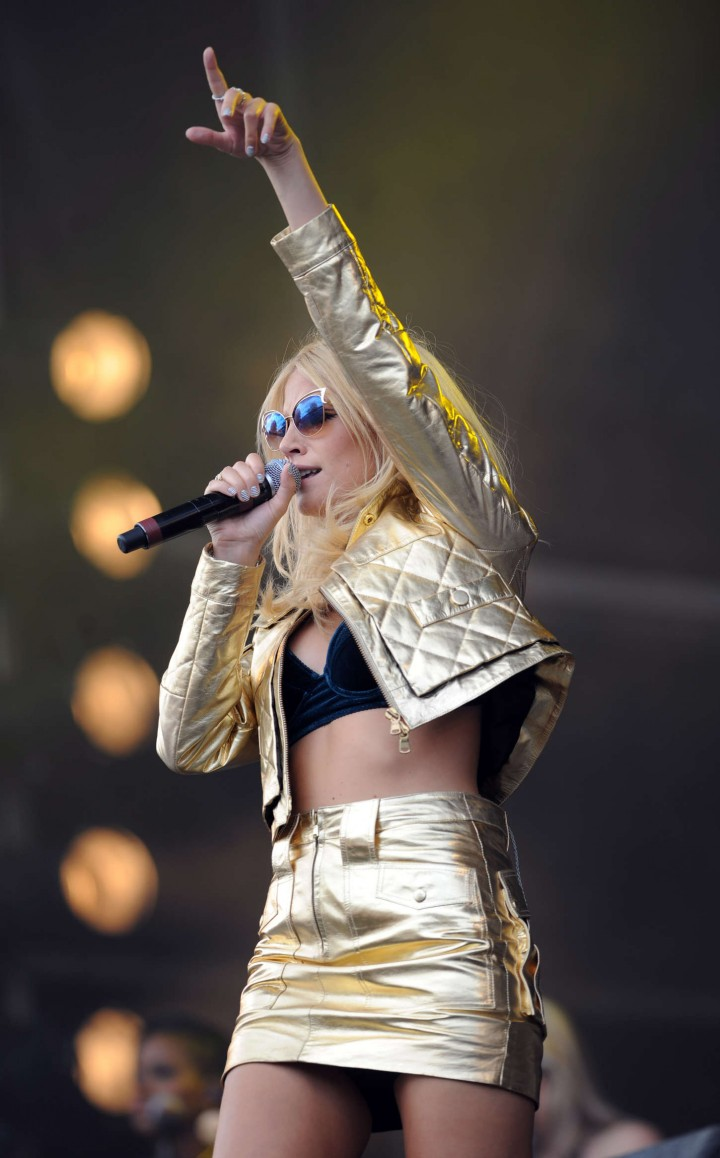 Pixie Lott Performs at V Festival Day 1 in Chelmsford