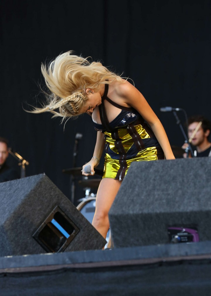 Amber Rose Revah Named >> Pixie Lott: V Festival Day 2 2014 -17 - GotCeleb