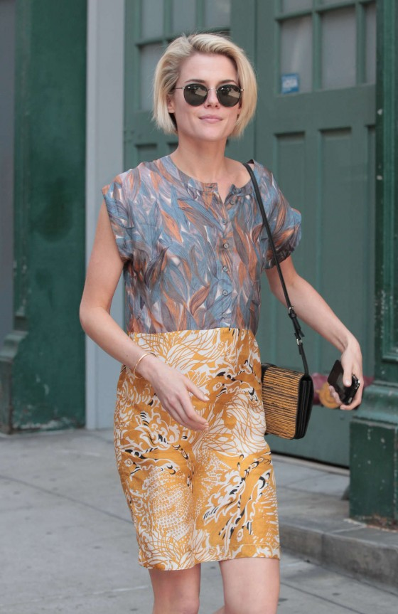 Rachael Taylor walking around Soho, NYC -12