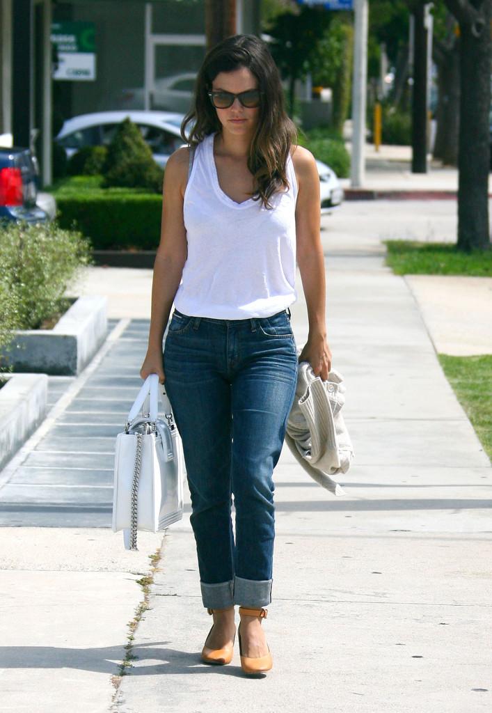 rachel bilson jeans candids03 gotceleb