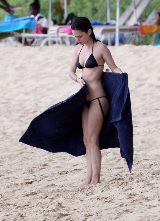 Rachel Bilson new pics In a bikini at beach in Barbados