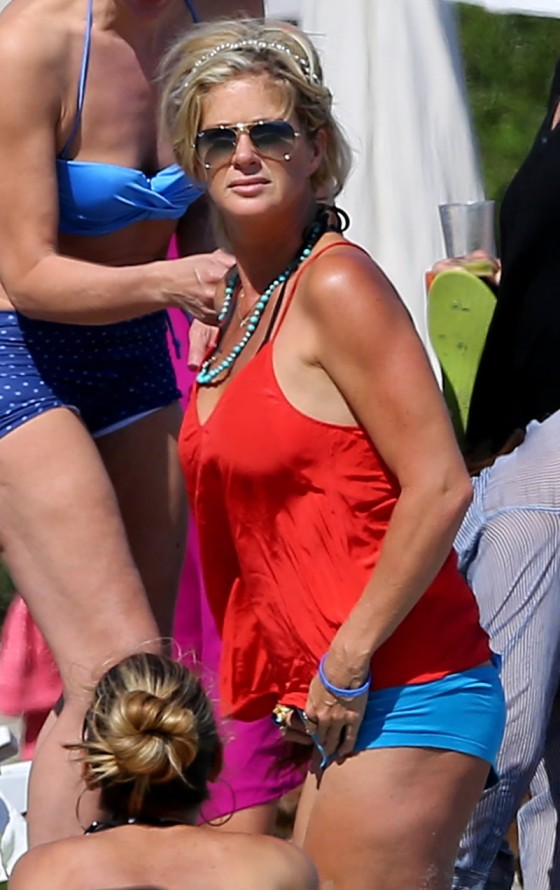 Rachel Hunter in Bikini in Malibu-13