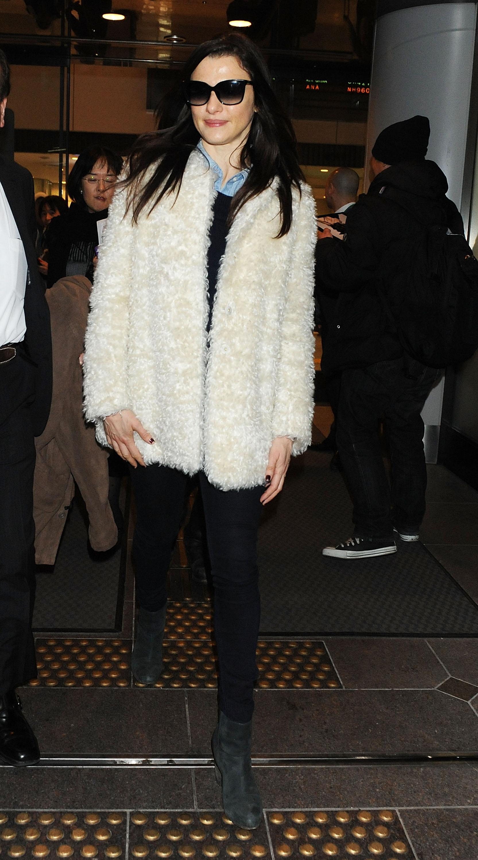 Rachel Weisz 2013 : Rachel Weisz at Narita Airport -06