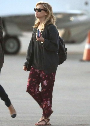 Reese Witherspoon in Floral Pants Arrives at Miami International Airport