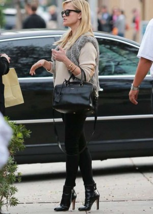 Reese Witherspoon in Black Jeans at the Palm Restaurant in Beverly Hills