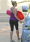 Reese Witherspoon going to a yoga class in Venice -01